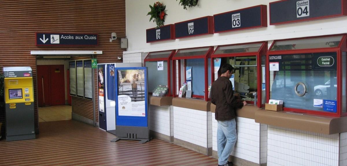Gare_de_Puteaux.Guichets_by_Line1-e1426681621302