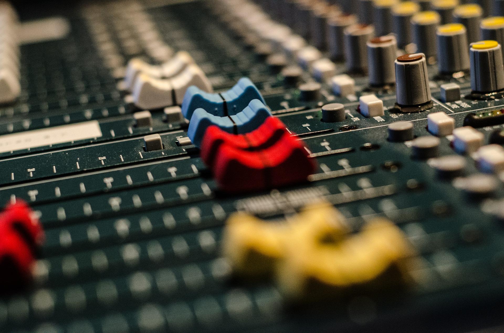 audio-519575_1920